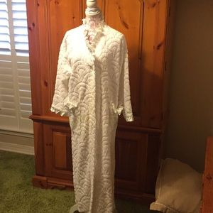 Neiman Marcus Other - Vintage chenille robe